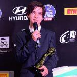 Felipe Barrichello Bartz recebendo prêmio de piloto revelação no kart